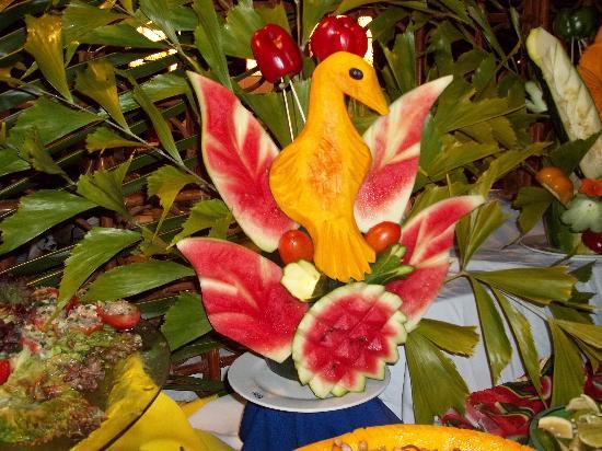 Natura Park Beach - EcoResort & Spa: Fruit carvings