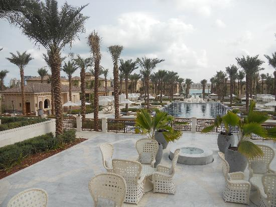 One&Only The Palm Dubai : View of pool from back of Manor House