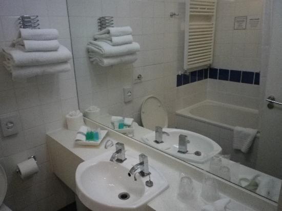 The Darlington Hyde Park: Salle de bain très propre avec wc inclus