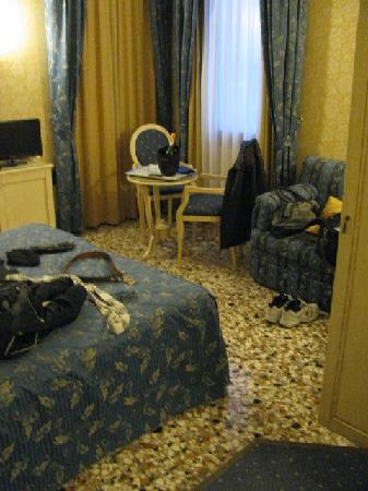 Hotel Ca' Formenta: Our room upon arrival (please disregard our stuff everywhere)