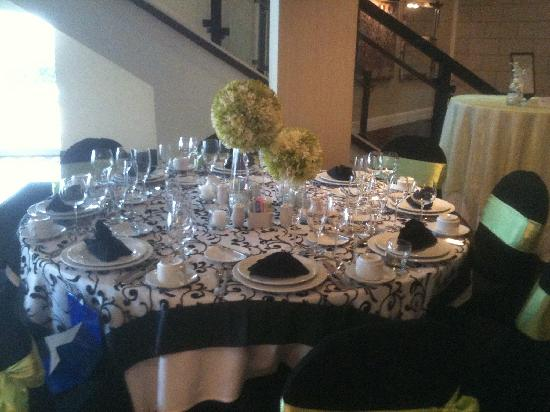 Overton Hotel and Conference Center: example of tablesetting for an event