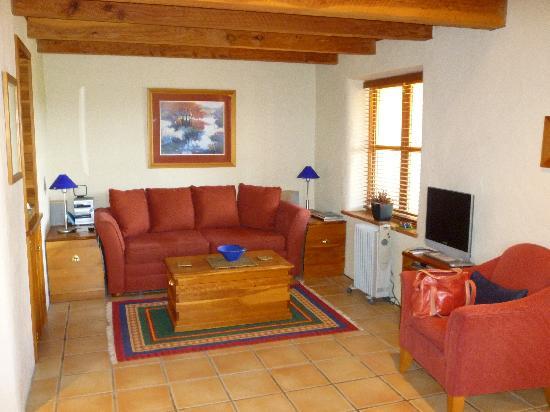 Straw Lodge: Living Room