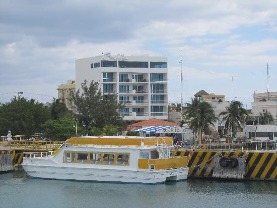 Hotel Bahia Chac Chi: Hotel from ferry