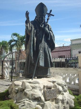 Cathedral of San Isidoro (La Catedral de San Isidro): Statue of the Pope at La Catedral de San Isidro