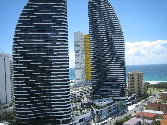 Broadbeach: Meriton Serviced Apartments Gold Coast ...