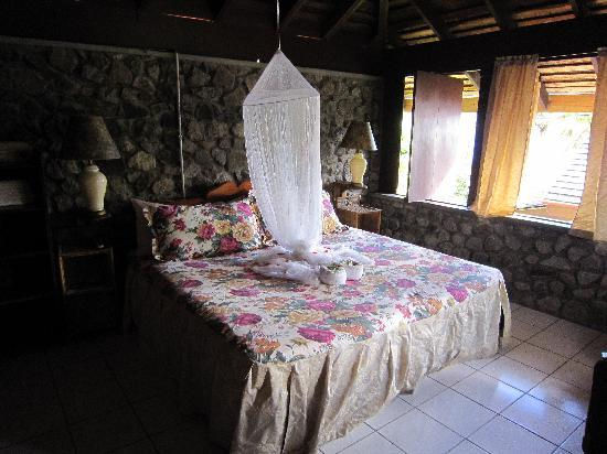 Hummingbird Beach Resort: bedroom