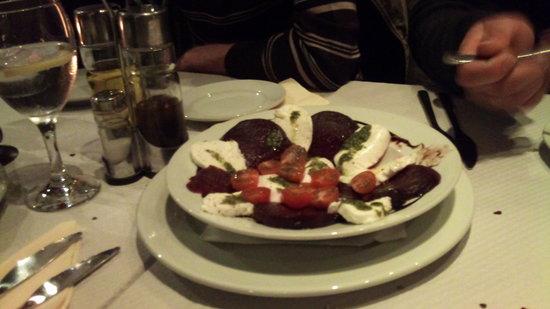 San Rocco: Ensalada de remolacha con mozzarela
