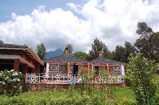 Kinigi Guesthouse: Reception; volcano behind.