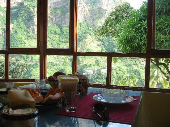 Casa das Ilhas: Breakfast with a view