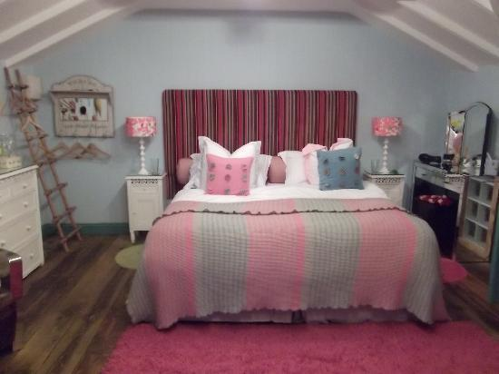 Lower Barns Boutique B&B: Dreamy bed