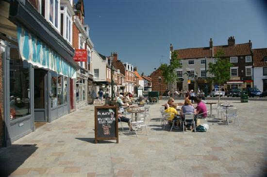 Beverley, UK: great bar and restaurant across the road from the gest house