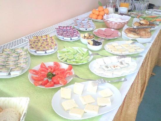 Efsane Hotel: Breakfast