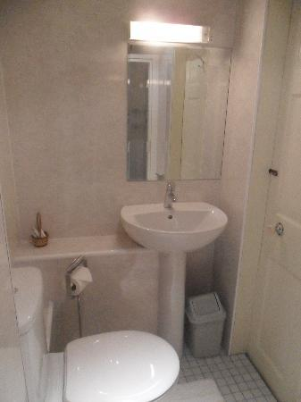 Caravel Guest House: Newly Refurbished - Bathrooms