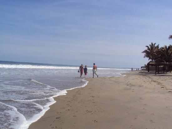 Arennas Mancora: La playa donde está el hotel