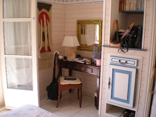 Villa Hestia : Un angolo della stanza