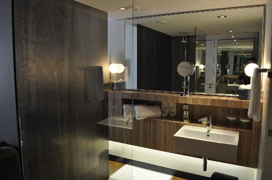 bagno super lusso - Foto di Inspira Santa Marta Hotel, Lisbona ...