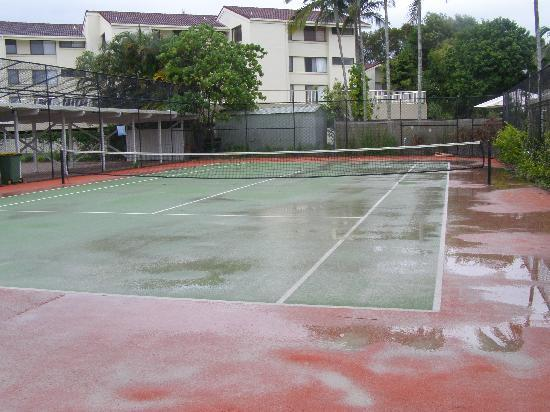 Noosa Keys Resort: Full size tennis  court