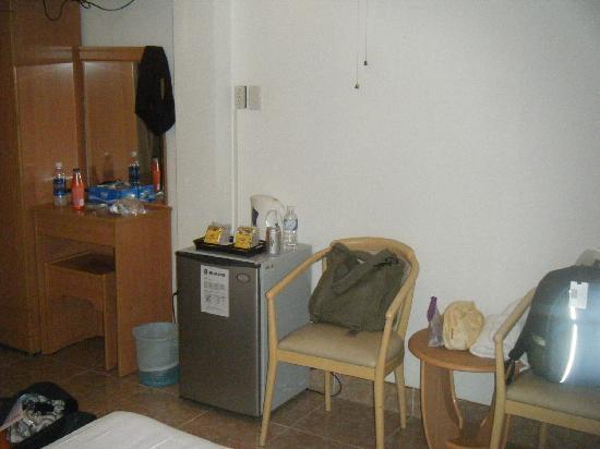Saigon Mini Hotel 5: Fridge in room
