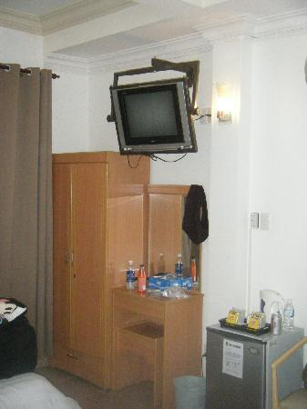 Saigon Mini Hotel 5: TV in room