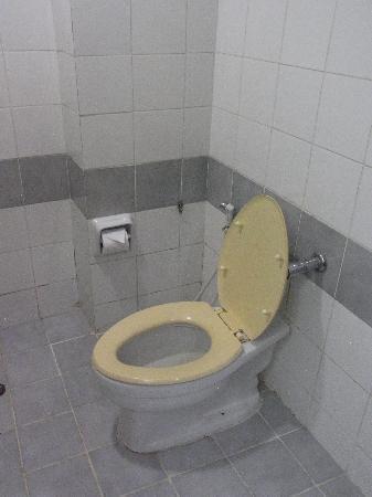 Rattana Mansion : シャワーブースの写真はカビがひどくて撮りたくなかった