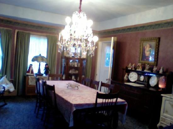 Hogland House: formal dining room