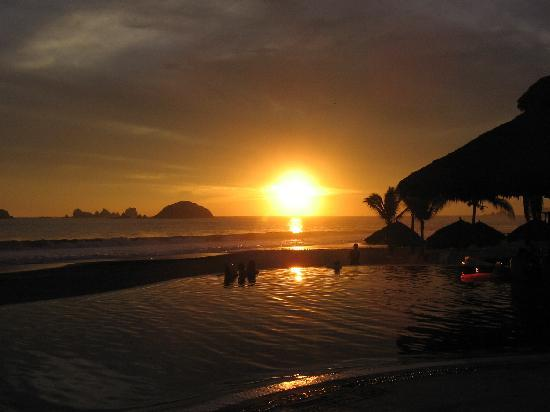 Posada Real Ixtapa: beautiful sunset
