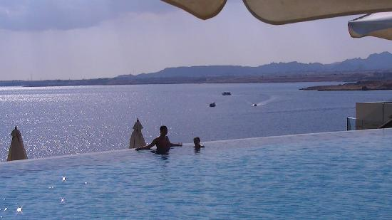 Reef Oasis Blue Bay Resort: The infinity effect - stunning