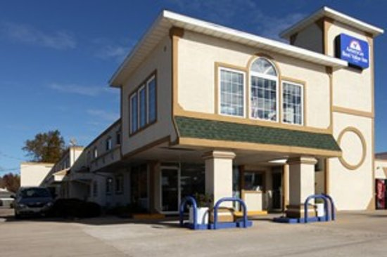 Americas Best Value Inn Macomb : Exterior