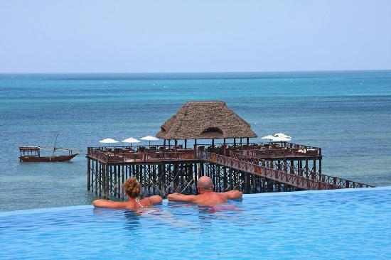 Sea Cliff Resort & Spa: Infinity Swimming Pool