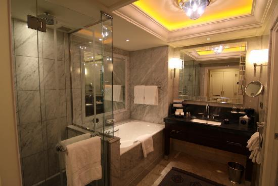 Bathroom with separate bath and shower - Picture of Four Seasons ...