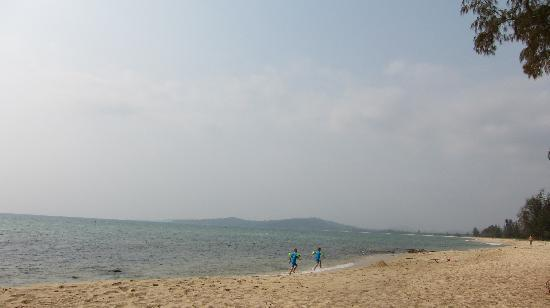 Freedomland Phu Quoc Resort: Beach 15 min. walk from Freedomland