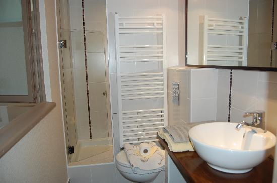 Saint-Astier, France: salle de douche privative