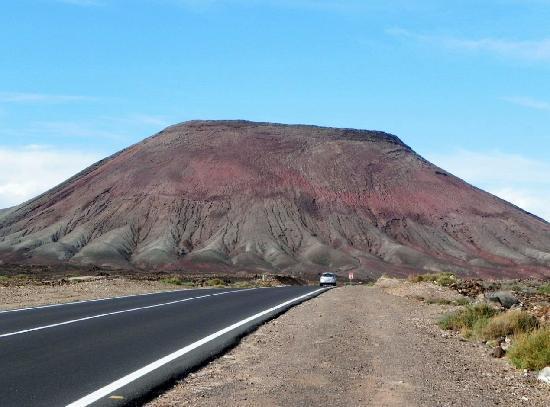 Fuerteventura, Spagna: montagna nei pressi di Corralejo