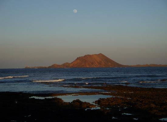 Fuerteventura, Spagna: isola di Los Lobos vista da Corralejo