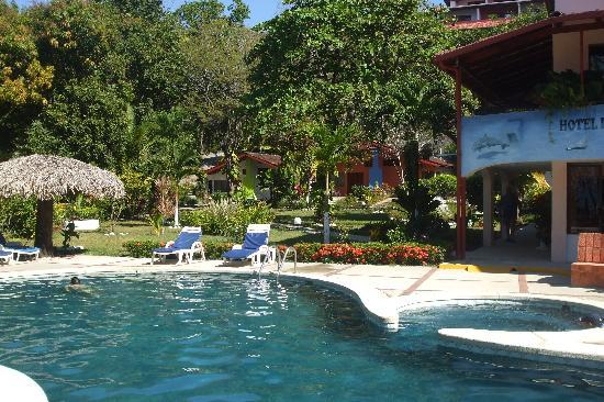 Hotel Las Brisas del Pacifico: The Pool