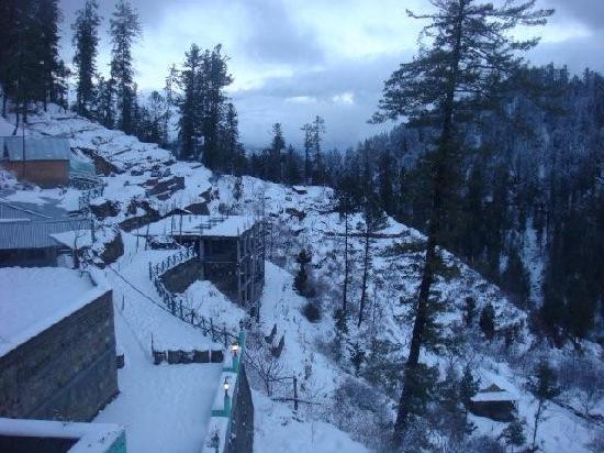 Tethys Ski Resort Narkanda : front of hotel 1