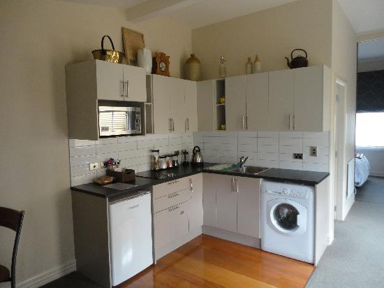 Wellington City Cottages: kitchen