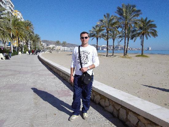 Dynastic Hotel : en la playa