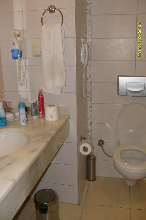 Hotel Titan Select: bathroom