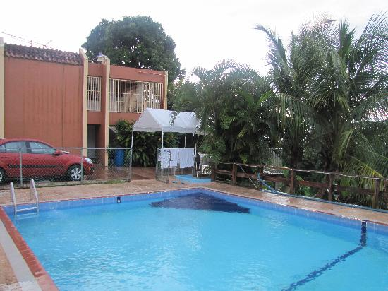 La Paloma Guest House: A picture of the pool and her home