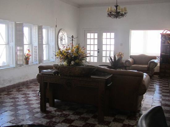 Presidio, TX: Large living room