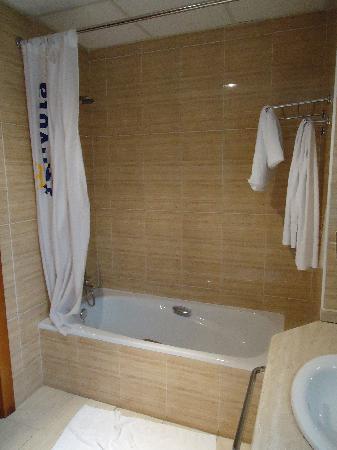Silvota: Salle de bain (non rangée ni nettoyée, à notre départ)