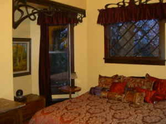 Bellaterra Bed and Breakfast: Sunrise Room