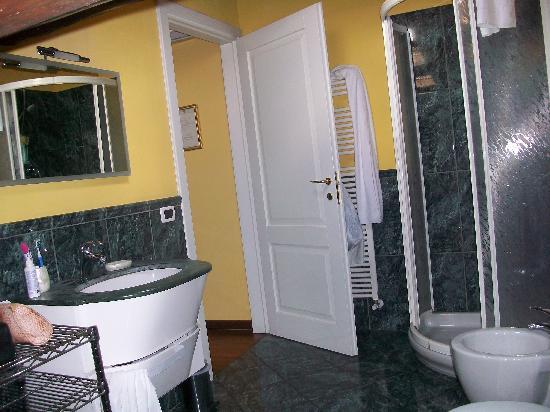 Piazza Nova Guest House: bagno