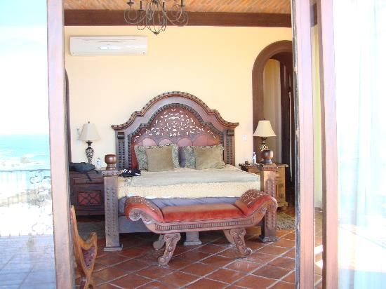 Hacienda Cerritos Boutique Hotel: Presidential bed north.