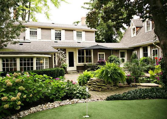 Historic Davy House B&B Inn : Courtyard & Koi Pond area