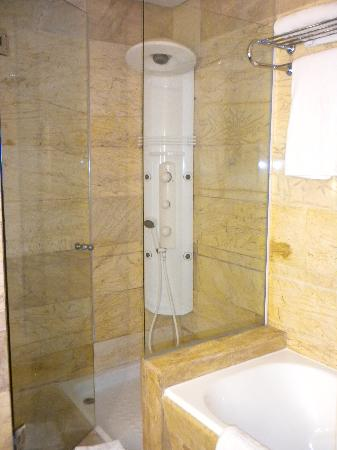 Be Live Collection Palace de Muro: shower