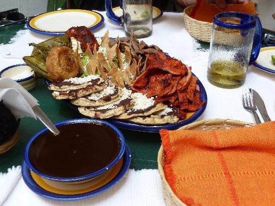 El Sabor de Oaxaca: Plato de Oaxacaqueno