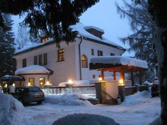 Hotel Bedriska Wellness Resort & Spa: Exterior of hotel