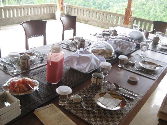 Villa Wastra: Breakfast